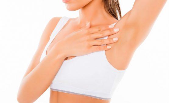 Mujer se ha tratado con botox contra la sudoración o hiperhidrosis